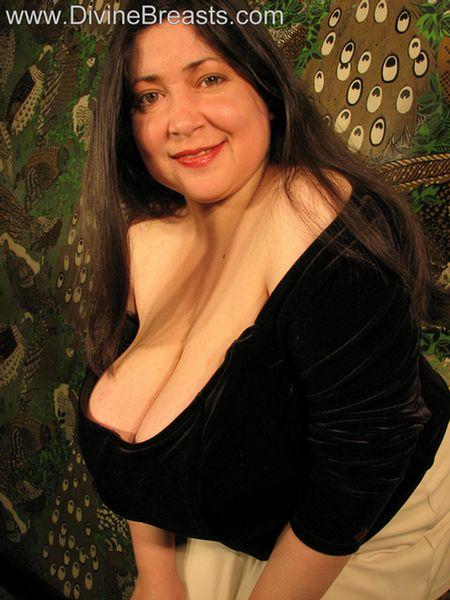 Diana Busty Milf Latina 4